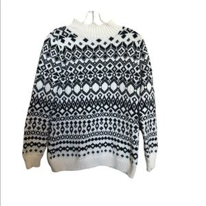 WOMANS OLD NAVY BLACK AND CREAM SWEATER SIZE M.